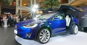 一百公里加速只要 3.1 秒,TESLA 電動休旅 Model X 在台上市,售價台幣 404 萬起