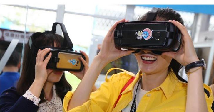當你還在忙著去商店玩Apple Pay的時候,中國已經有了連腳都不用移、動動眼珠就可以買東西的VR Pay