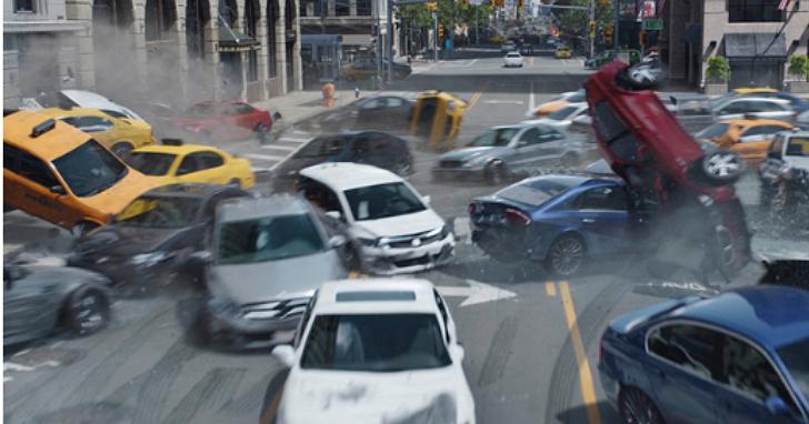 《玩命關頭8》裡的紐約撞車戲,竟然不是用特效拍出來的?