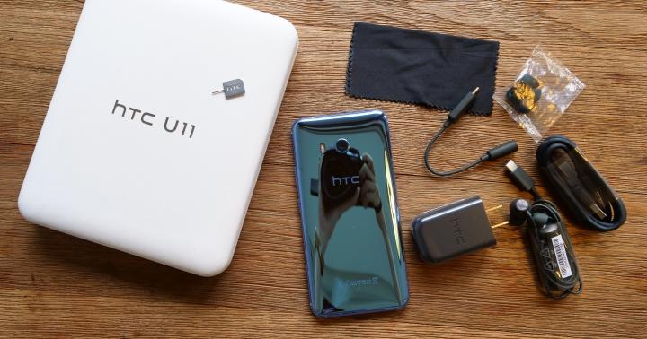 HTC U11 炫藍銀開箱,套上軟的非原廠保護殼也能使用 Edge Sense