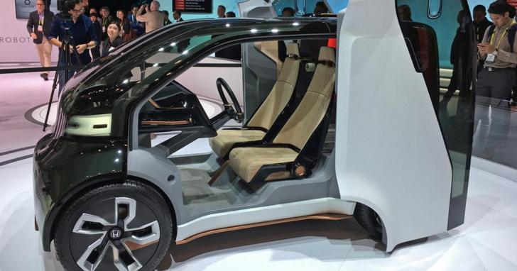 HONDA展出可以依駕駛員心情來操控的「情感引擎」,以及可自動平衡的摩托車