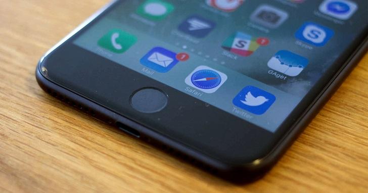 正面螢幕 Touch ID 沒了,但內部測試人員透露 iPhone 8 可能用臉部辨識解鎖