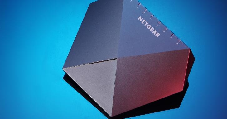 Netgear Nighthawk S8000- 電競串流專用高速交換器