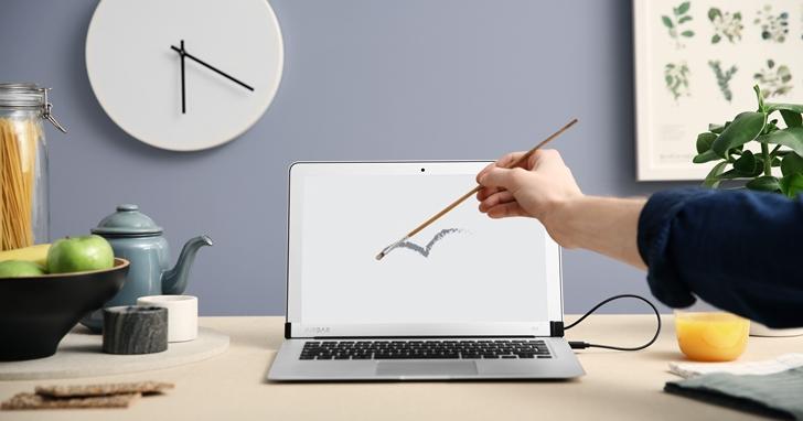 裝上這個,你的 MacBook Air 螢幕就可以多點觸控了