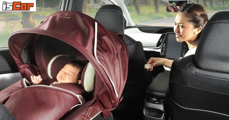 日本兒童汽車座椅越來越講究,不但有遮陽簾,還可電動啟閉!