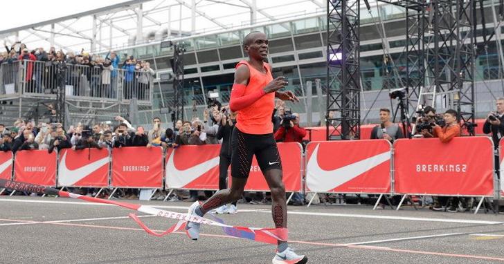 不敵變形蟲 Adidas,Nike 執行長帶頭減薪