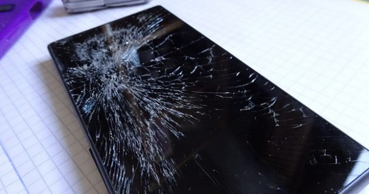 摩托羅拉新專利:未來或許用體溫就能修復碎裂的手機螢幕