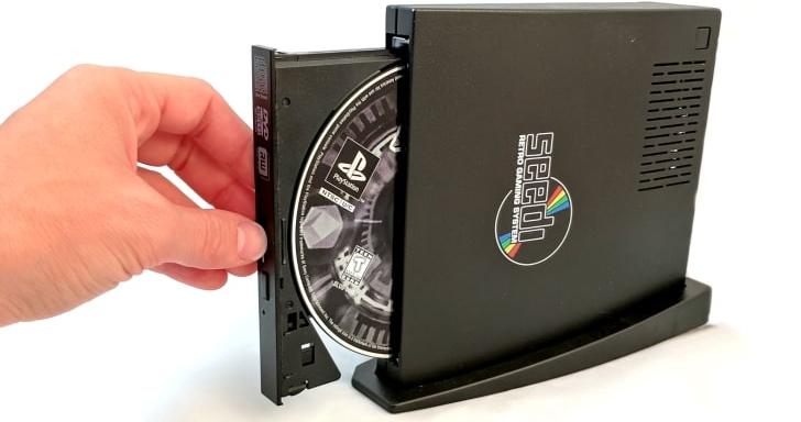 都什麼時代了還買光碟機?原來是可以玩懷舊遊戲、看影片的多媒體播放機