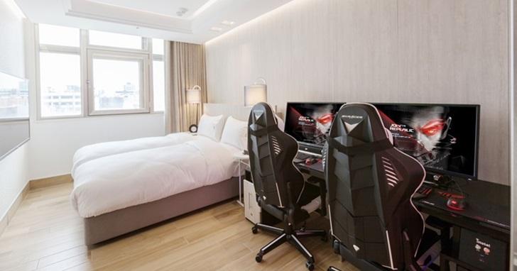 我們走進全球首間電競旅館 i hotel裡面,發現裡頭的四人房跟宿舍房配備更厲害