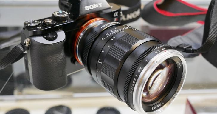 年輕人的第一個大光圈鏡頭?3,000元不到就有 F/1.1 超大光圈,超平價 Kamlan 鏡頭現身台灣展場