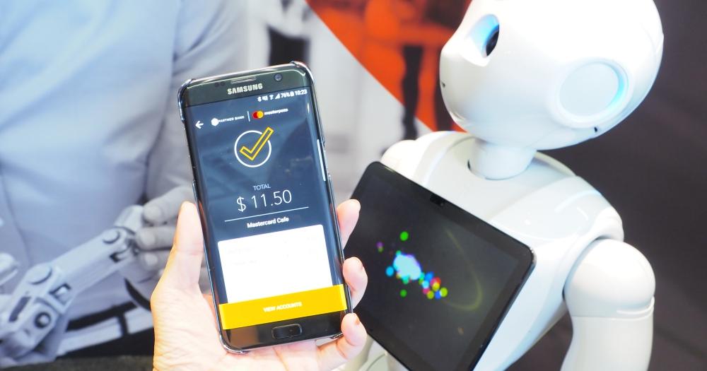 走訪萬事達卡新加坡創新實驗室,看 ARKit 如何應用在購物上、怎麼透過車聯網加油後直接付款