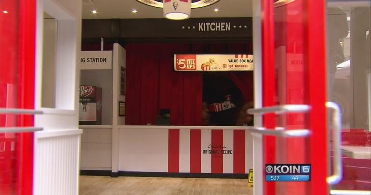 世界上最小的肯德基門市店:一份炸雞手指頭大,一個人也坐不下