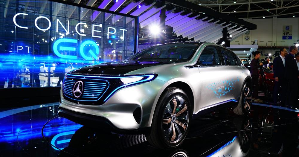 賓士展出概念新車 Concept EQ,充電五分鐘可跑 100 公里