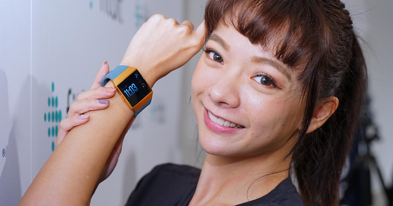 首款具備行動支付與血氧含量感測器,Fitbit 推出 ionic 運動智慧手錶,售價 10,880 元