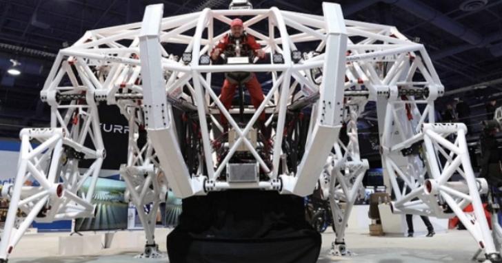 CES現場酷產品賞圖:自動疊衣機器人、跑起來帶風的巨型機甲