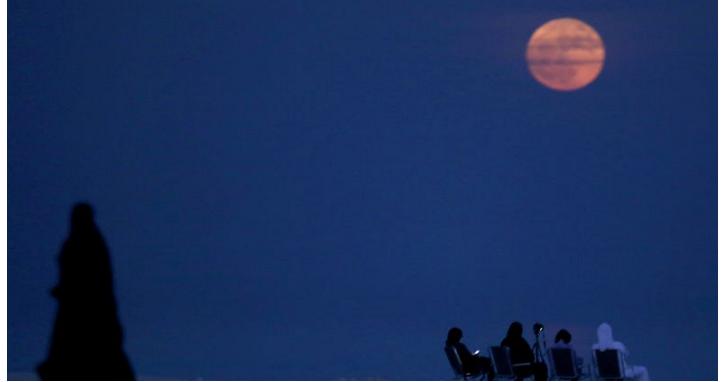 今晚「紅色超級藍月」加上月全食罕見天象,你知道什麼是紅月、藍月以及黑月嗎?