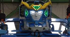 別忽視日本人打造變形金剛的決心!這是一款可以變成車子的「魔動王」