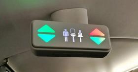 坐經濟艙就活該?不只座位越來越窄、連可以用的洗手間也改小了