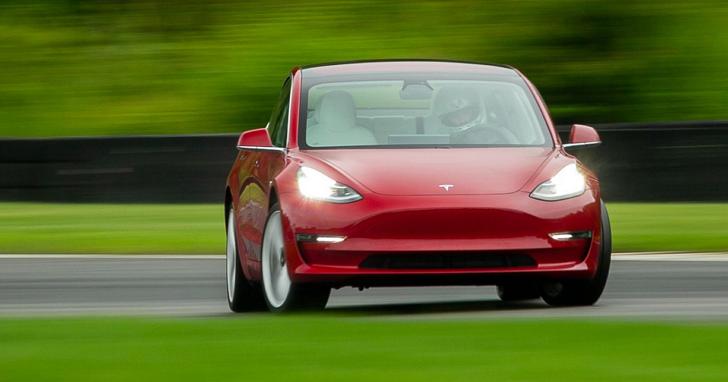 特斯拉 Model 3 Performance 全新賽道模式,讓一般人也能如拓海般輕鬆實現漂移
