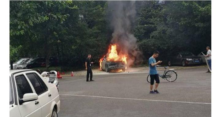 中國「新能源」汽車廠想要打造平價版特斯拉,但就算再便宜會自燃的汽車誰敢坐?
