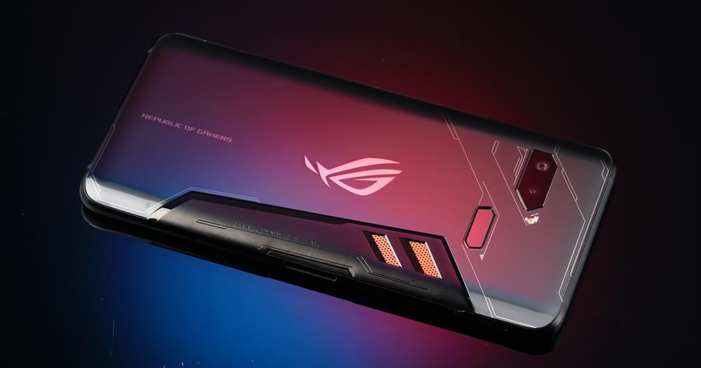 遠傳首開第一槍!華碩 ROG Phone 9/20 開放預購,週邊大全配(不含手機)售價 34,430 元