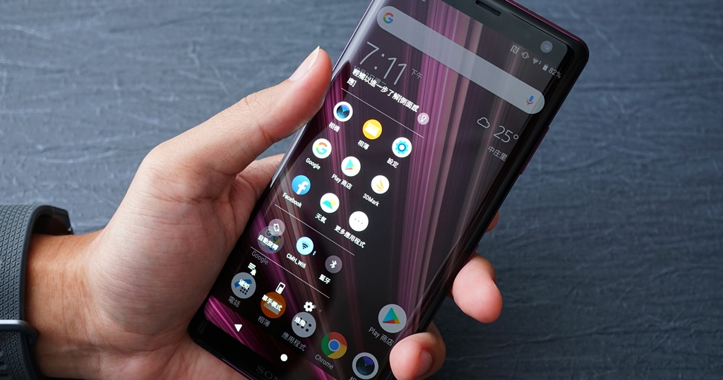 Sony Xperia XZ3 動手玩,更薄更纖長、加入側邊感應操作