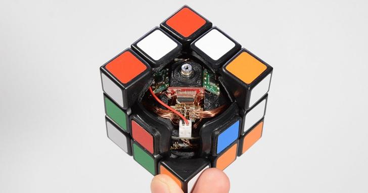 魔術方塊解不出來?日本發明家打造可以自動還原的整魔術方塊