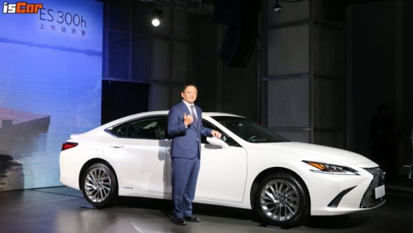 銷售強將添新員,Lexus ES 300h「189萬元起」正式上市,電池更享優於業界保固!
