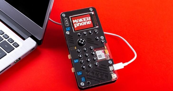 MAKERphone超狂土砲手機,不但有遊戲按鍵還有LED燈光秀