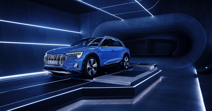 Audi與亞馬遜攜手合作,純電 SUV Audi e-tron 將全面配備Alexa智慧語音助理