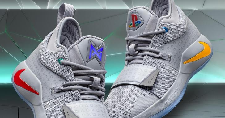 NIKE 再次推出 PlayStation 聯名鞋款,回歸 PS 初代主機設計元素,更包含了一位 NBA 球星的初心