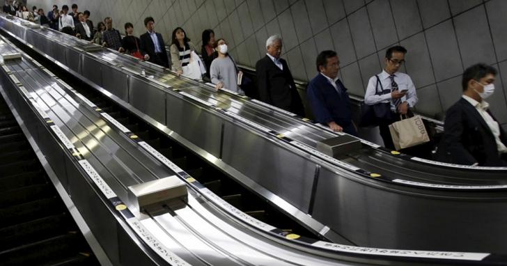 你搭電扶梯還是只站右邊嗎?JR東日本開始宣導電扶梯「站好站滿」禁止走動