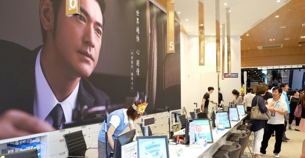 7-11 也能辦中華電信 4G 預付卡囉!三月底前申辦抽 iPhone XR