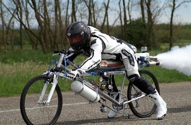 不要命的瘋狂法國佬,腳踏車飆到263km/h!【影片】