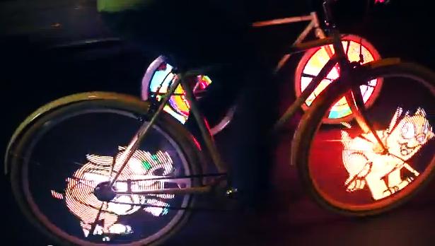 搭訕單車辣妹的必備利器-LED腳踏車輪顯示器!