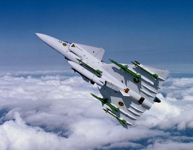 先會飛行再來學跑步!你曉得除了 Saab之外,還有哪些汽車廠也會搞飛機?