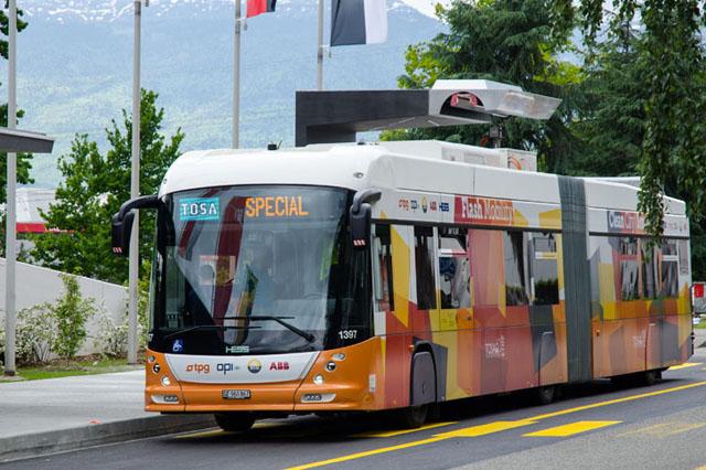 高容量快速充電系統只需15秒,就能幫電動公車完成充電!可以順便幫我充一下 iPhone嗎?