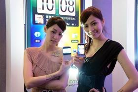 HTC ChaCha 發表:配備實體鍵盤的 Facebook 專用手機