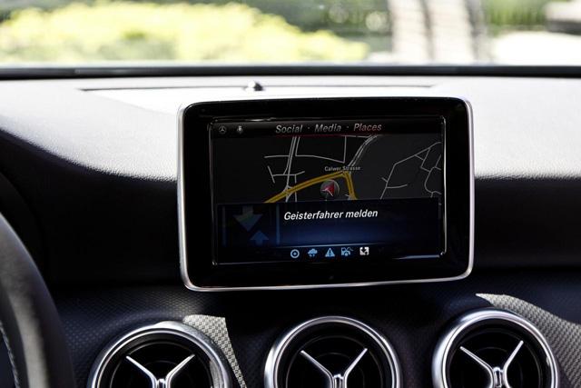 賓士 Car-to-X車輛互聯系統年底上路,提前警告前方車禍與路況!