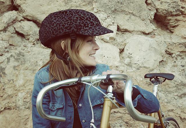 時尚又可伸縮折疊的腳踏車安全帽,戴著它,包你成為型男潮女!
