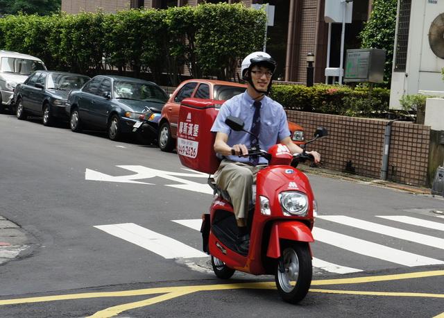 中華e-moving與摩斯合作,一年省下超過55萬購車+養車成本、可少砍1,870棵樹