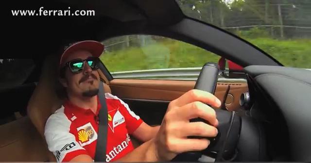 F1車手果然不同凡響!Alonso開著千萬法拉利在綠色地獄上接受專訪!