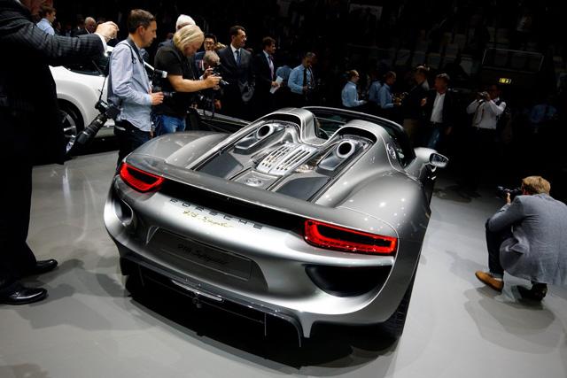 市售版 Porsche 918 Spyder油電超級跑車正式曝光!讓人流口水的最新原廠圖/影片!