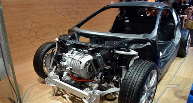 輕量化造車技術將加重您的維修成本,碳纖維、鋁合金、與高強度鋼材板件很難修復!