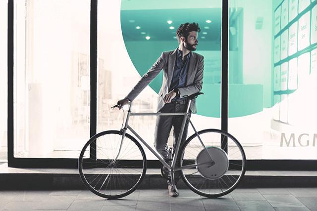 腳踏車裝上 FlyKly智慧型電動馬達後輪系統,讓你鐵馬變電馬,輕鬆衝上32km/h!