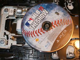 舊型 PS3 卡光碟自救法-拆開機器給你看
