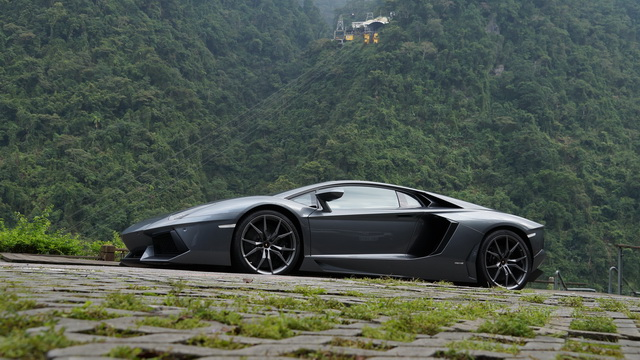2013 Lamborghini Aventador LP 700-4試駕!烈馬不出、誰與爭鋒!