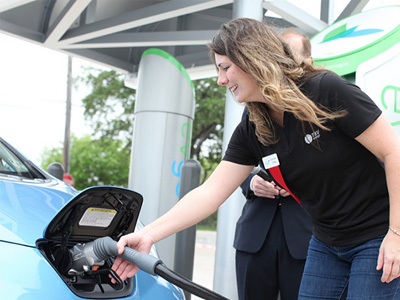 Hybrid油電車與 EV電動車幫助美國創下燃料經濟性最高的一年!