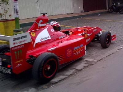 法拉利 Ferrari超級賽車迷 DIY小型 F1賽車!Daihatsu麵包車變身 F1