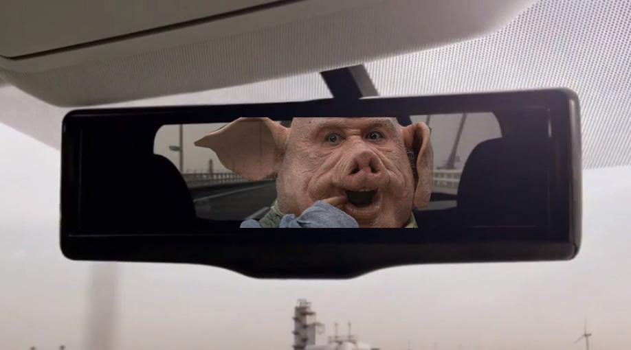 Nissan智慧型後視鏡,瞬間把後座的豬頭變不見!